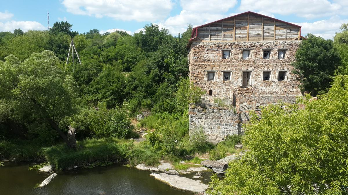 Развалины старой мельницы возле Букского каньона / фото Марина Григоренко