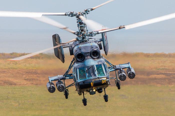Вертолет упал в Балтийском море / фото pikabu