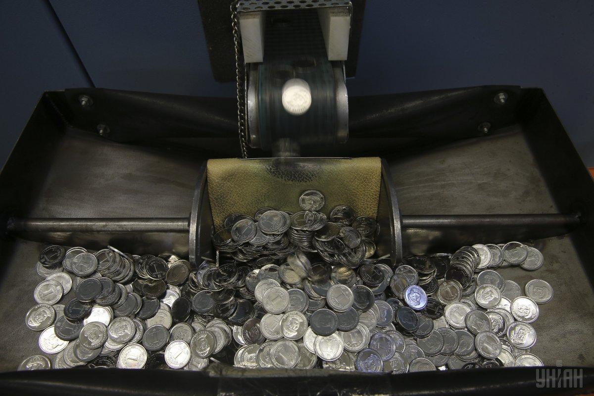 Вже восени в кишенях українців з'явиться нова монета номіналом 5 гривень / фото УНІАН