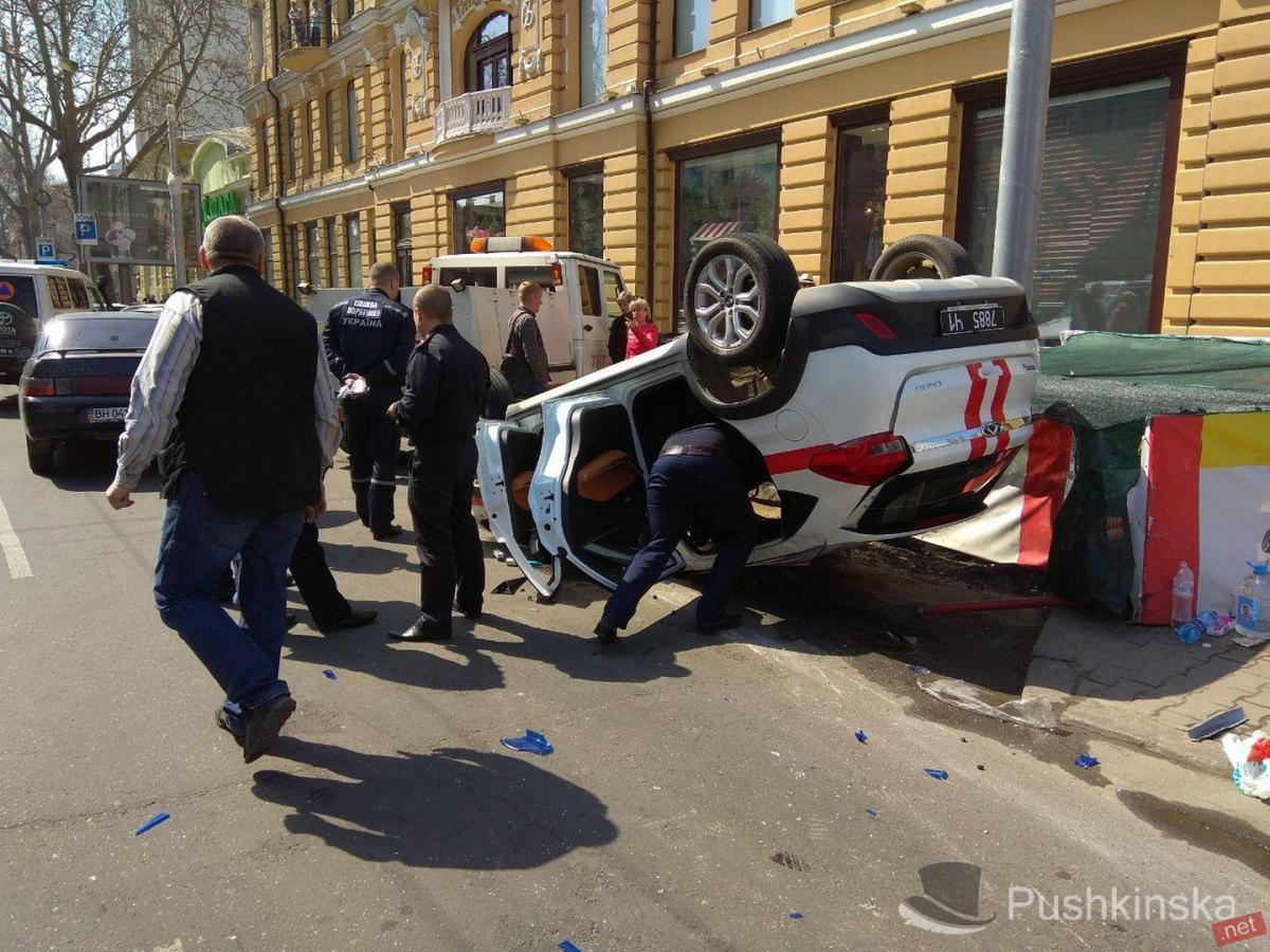 В Одесі автомобіль ДСНС потрапив У ДТП фото Пушкінська