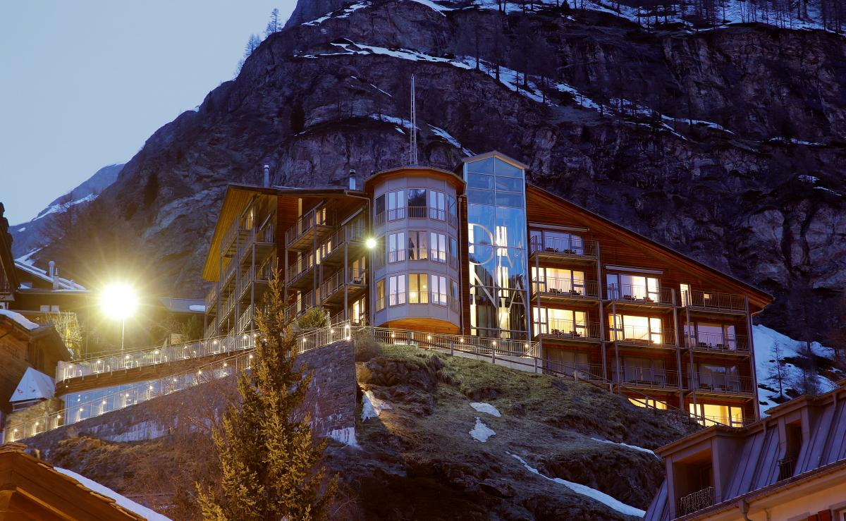 The Omnia hotel на скале на альпийском курорте Церматт (Швейцария) / Фото REUTERS