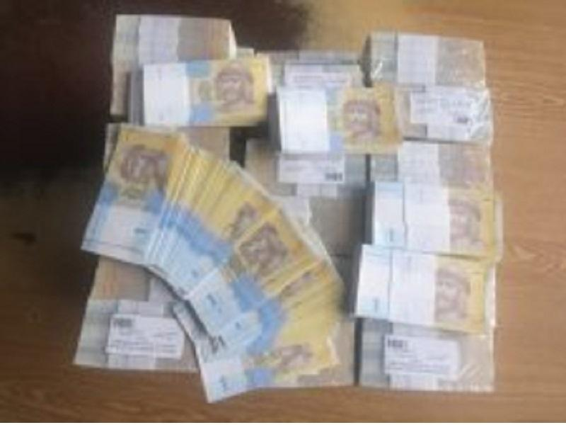 Украинец пытался переслать в КНР 24 килограмма купюр по1 гривне