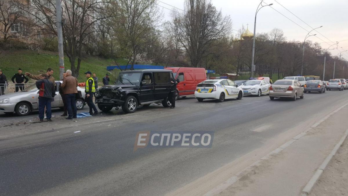В Киеве нетрезвый автомойщик решил покататься на мерседесе Медведчука / Эспрессо
