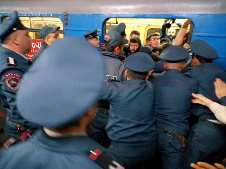 Між поліцейськими і протестувальниками сталася сутичка \ armtimes.com