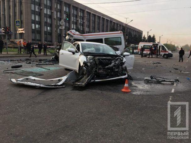 От удара 7 пассажиров автобуса погибли на месте / 1tv.kr