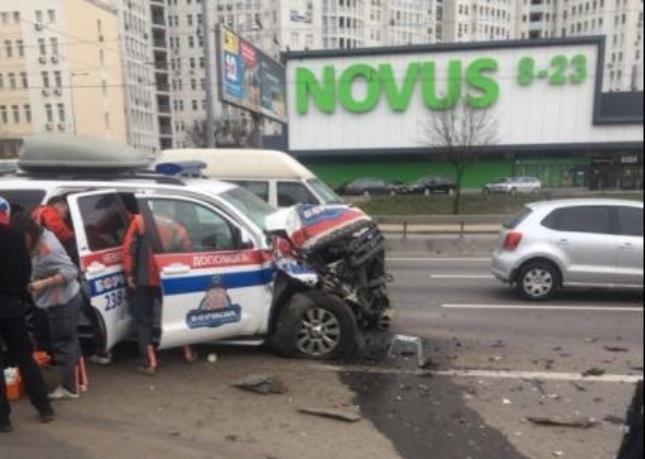 """серйозна аварія з маршруткою і швидкої / """"Країна"""""""