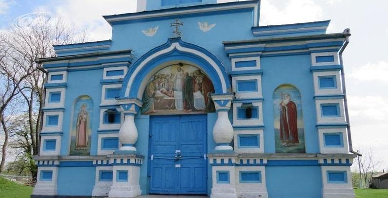 Протистояння за храм на Рівненщині: сторони провели переговори / qha.com.ua