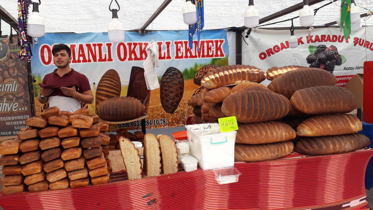 Турецкая выпечка на рынке / фото Надежда Клименко