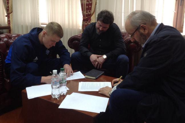 """Бурда подписал контракт с """"Динамо"""" на четыре года / fcdynamo.kiev.ua"""