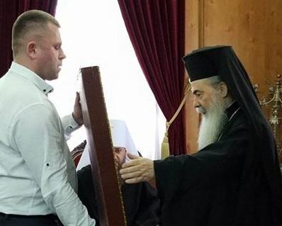 Патріарх Єрусалимський Феофіл III прийняв у дар від віруючих ікону «Собор новомучеників української землі»