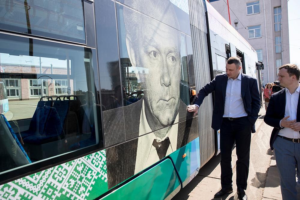 Кличко відкрив оновлену зупинку «Генерала Потапова» / kiev.klichko.org