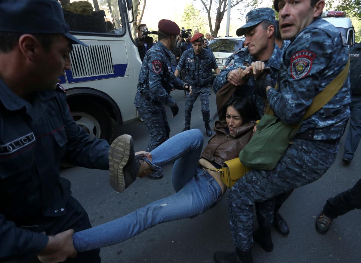 ЗМІ: Поліція Вірменії затримала лідера протестів Пашиняна