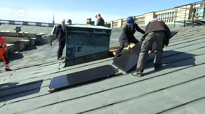 Король Швеции установил на дворце солнечные батареи / скриншот видео