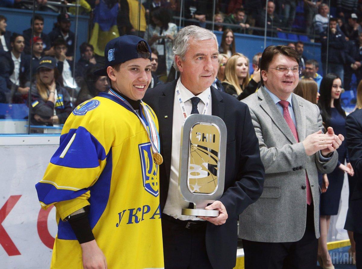 Награждение игроков украинской сборной по хоккею / фото УНИАН