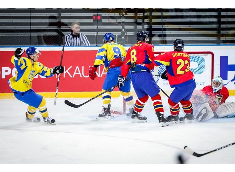 Сборная Украины обыграла Румынию в первом матче ЧМ / iihf.com
