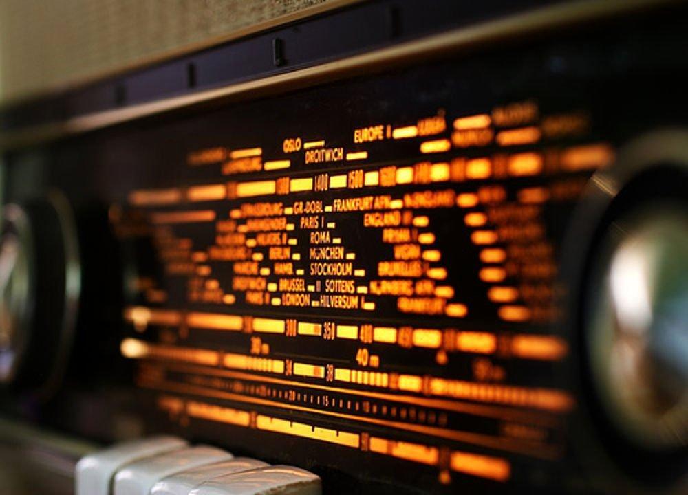 Количество пользователей проводного радио в Украине постоянно сокращается / фото news.n7w.com