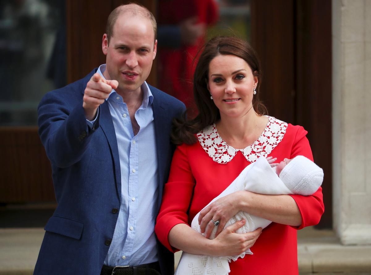 Принц Уильям и Кейт Миддлтон с новорожденным сыном / REUTERS