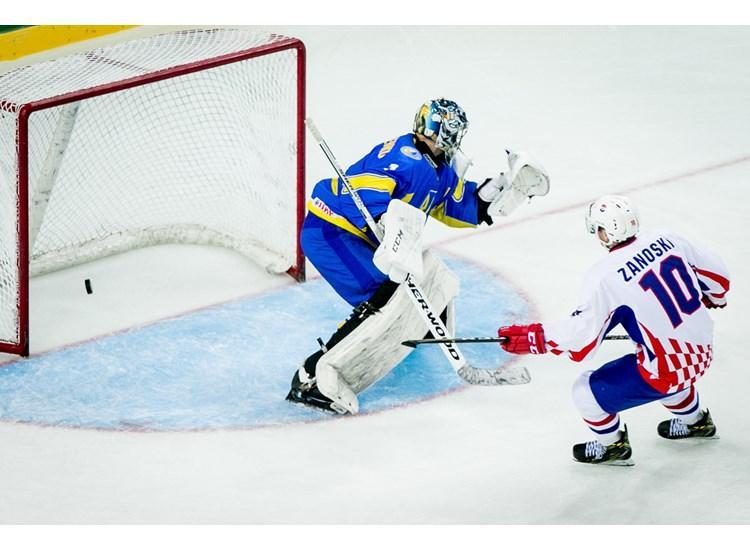 Хорваты забросили четыре шайбы в ворота сборной Украины / iihf.com