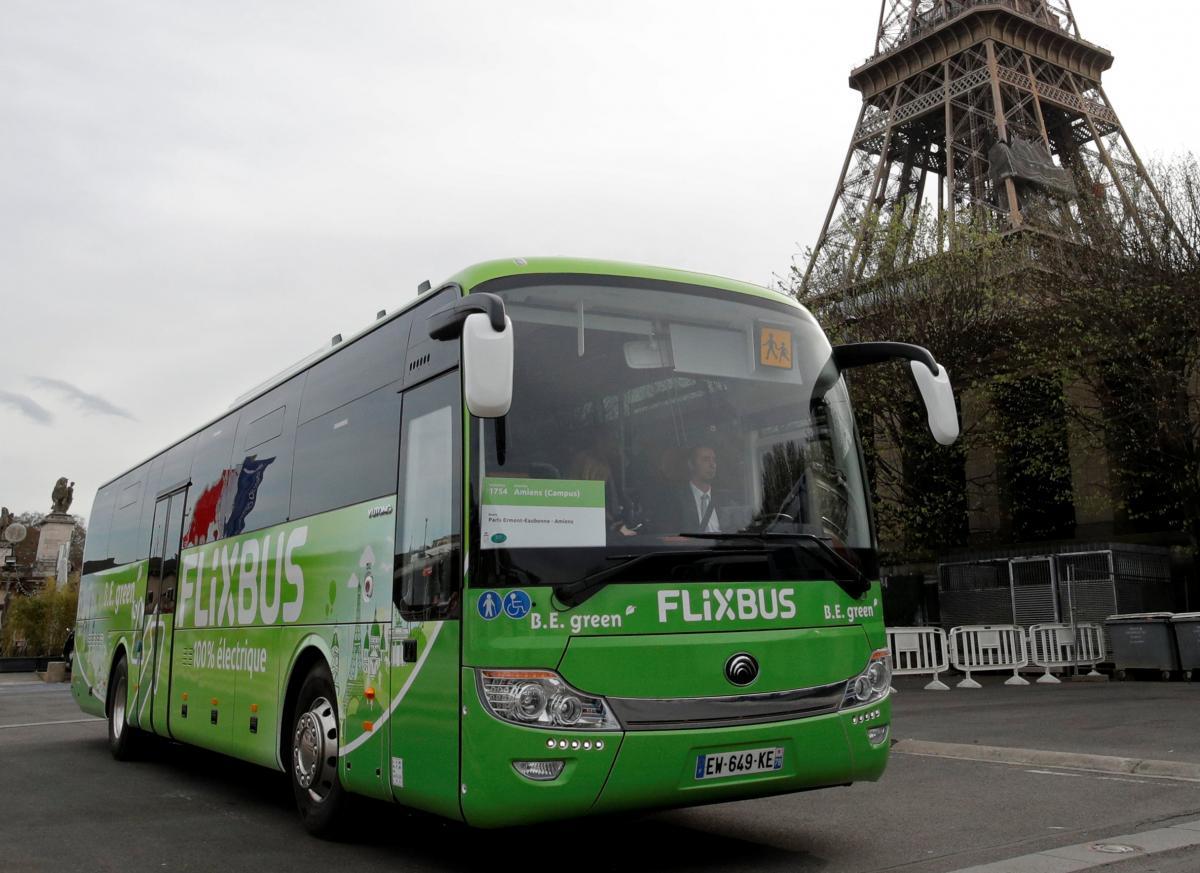 Автобус - самый дешевый способ путешествий по Европе / Иллюстрация REUTERS