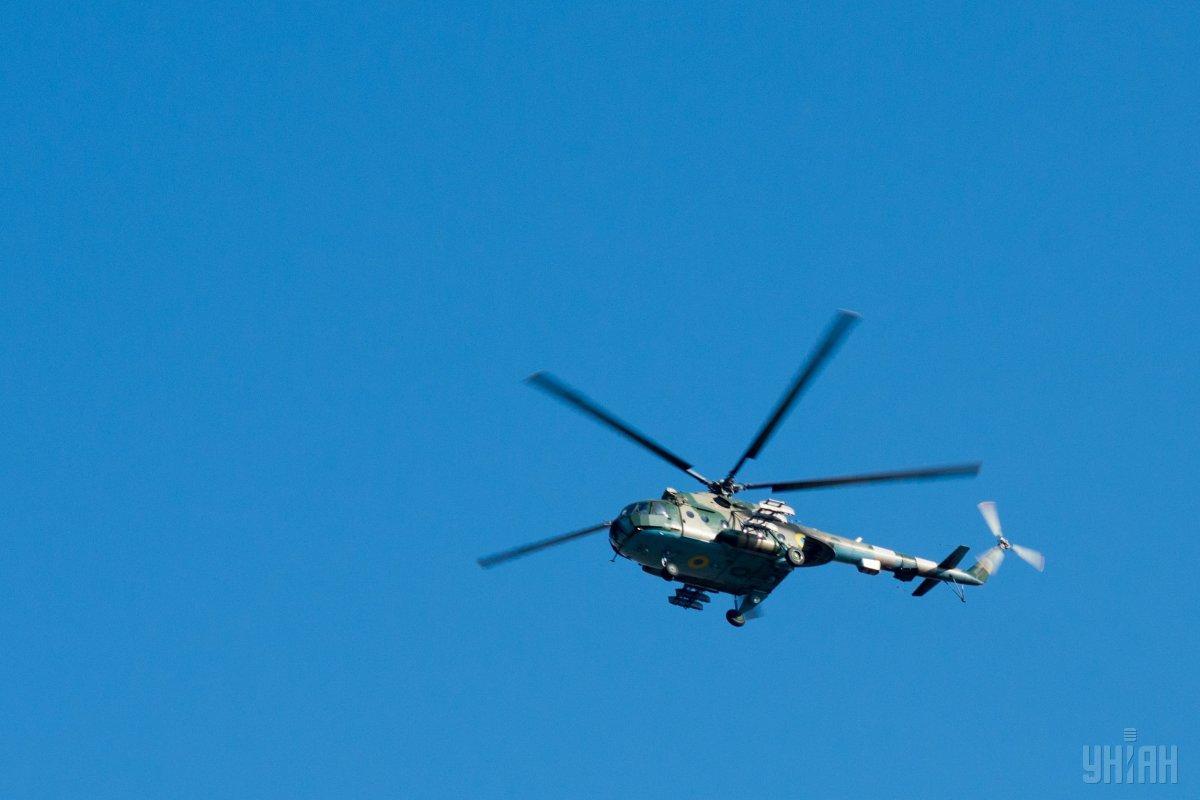 На борту разбившегося вертолета находились пилот, механик-бортинженер и спасатель / фото УНИАН
