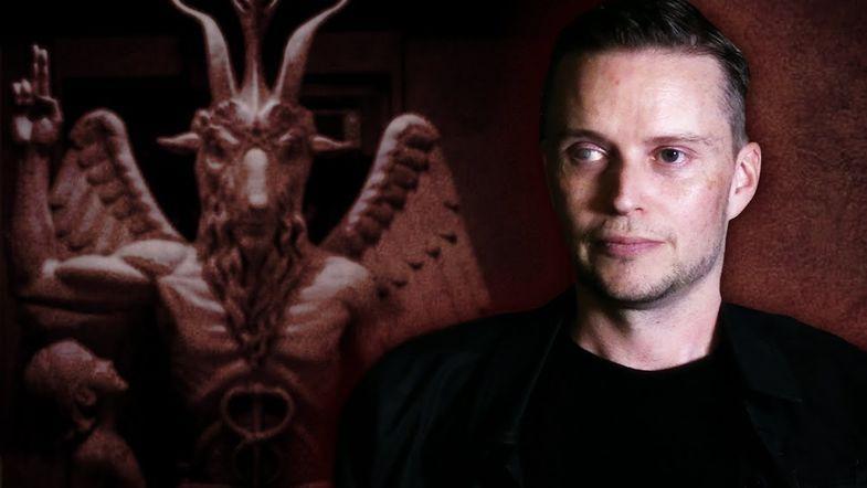 Люсьен Гривз и макет памятника Бафомету / Сатанинская церковь США