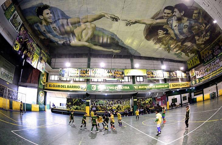 Спортивный зал в Буэнос-Айресе превратился в аналог Сикстинской капеллы / East News