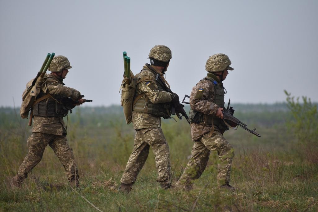 С 5:25 утра боевики в течение более двух часов обстреливали бойцов вблизи Крымского / фото Міноборони