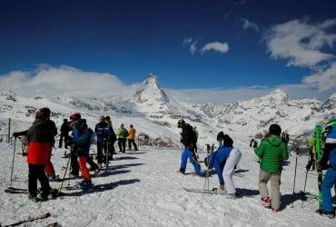 В Швейцарии лавина погребла под собой лыжников