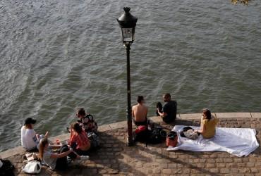 У Парижі встановилася липнева спека