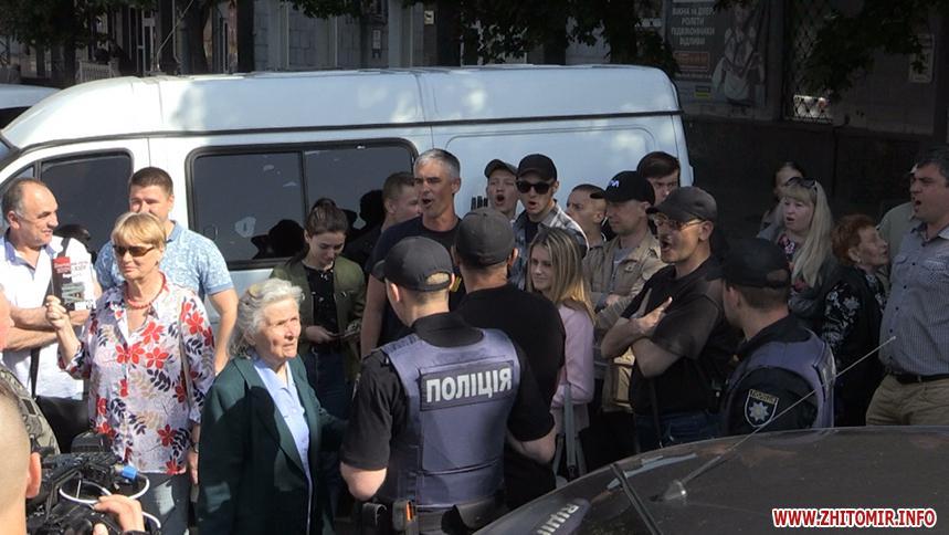 Правопорядок во время акции обеспечивали полицейские / фото zhitomir.info
