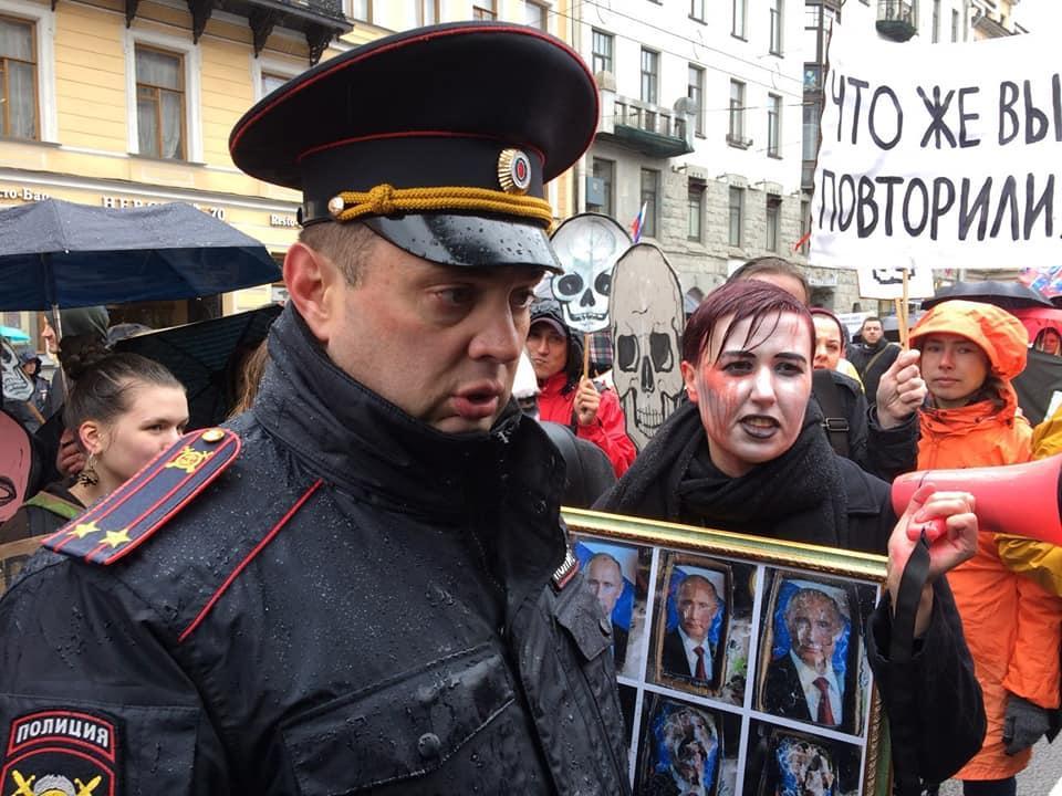 В Российской Федерации участника первомайской демонстрации арестовали зафлагЕС