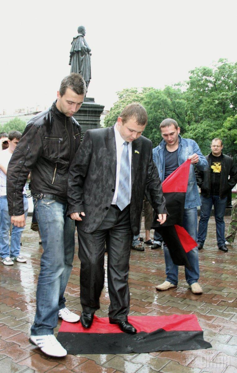 Один из лидеров одесского «Антимайдана» Алексей Албу (по центру) / фото УНИАН
