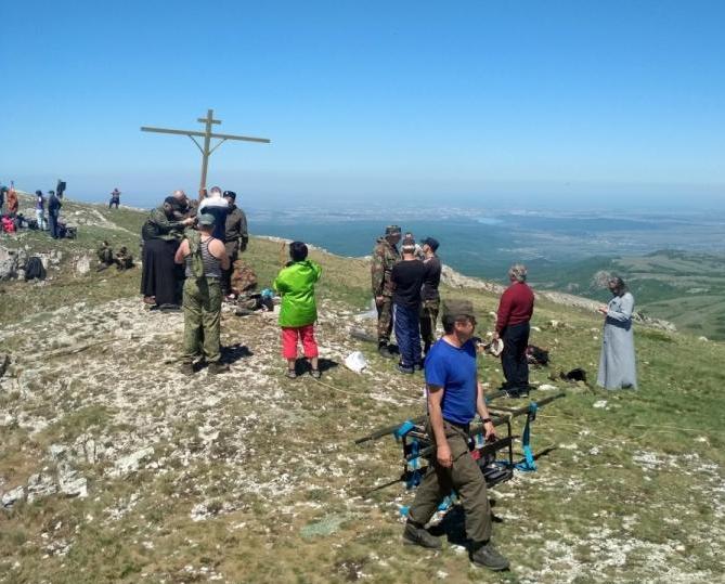 В Крыму восстановили сломанный православный крест / kafanews.com