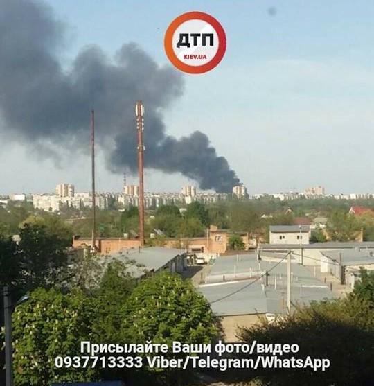 В Белой Церкви горит завод по производству шин / фото dtp.kiev.ua