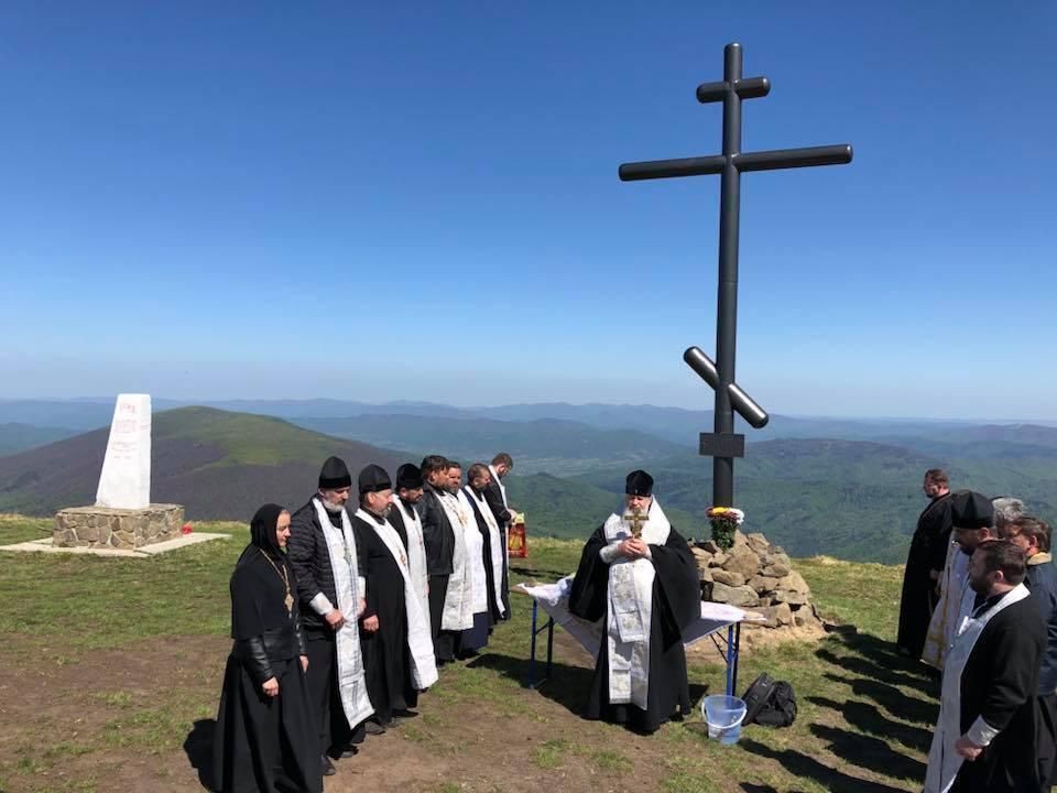 Новий восьмиметровий Хрест зроблений із заліза / m-church.org.ua