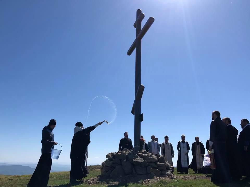 Освящен восстановленный поклонный крест / m-church.org.ua