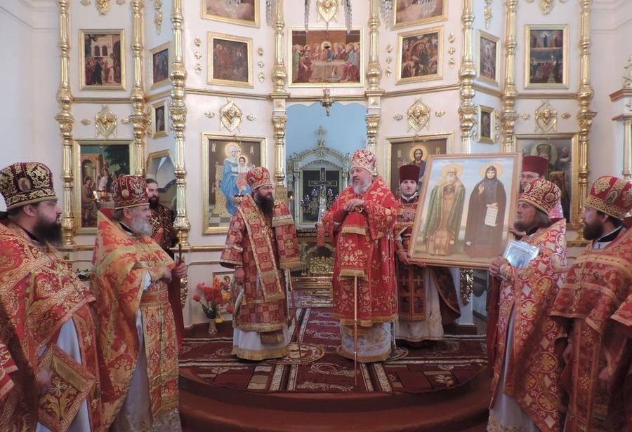 Архієпископ гомельський передав громаді храму ікону з мощами святих / orthodox.cn.ua