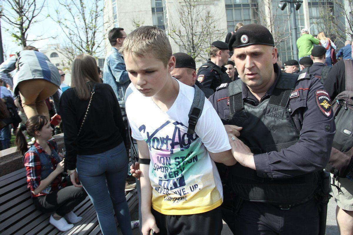 Over 1,000 protesters, including teens, detained by Russian police in May 2018 / Photo from tvrain.ru