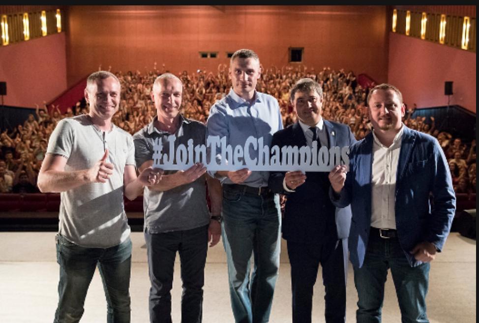Кличко встретился с волонтерами финалов Лиги чемпионов УЕФА-2018 / фото kiev.klichko.org