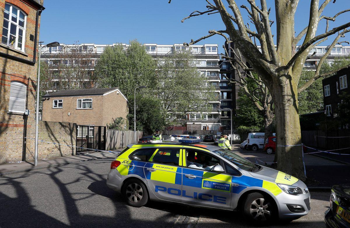Boy, 17, dies in south London street shooting