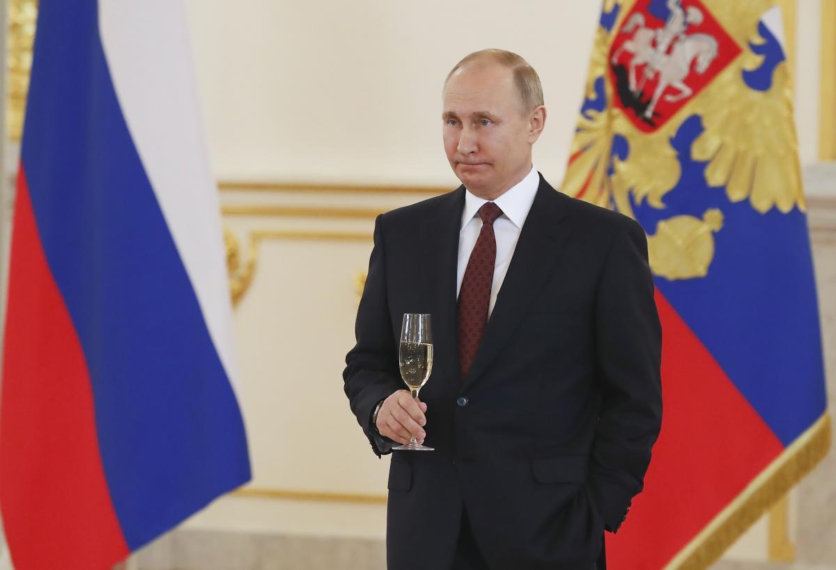"""Путін поступово перетворюється на """"весільного президента"""" / Ілюстрація REUTERS"""