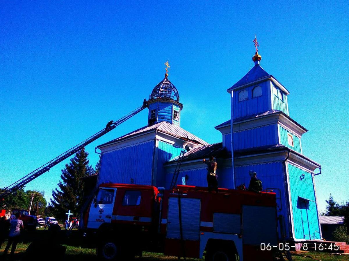 На Волыни спасли от уничтожения огнем деревянную церковь / volyn.dsns.gov.ua