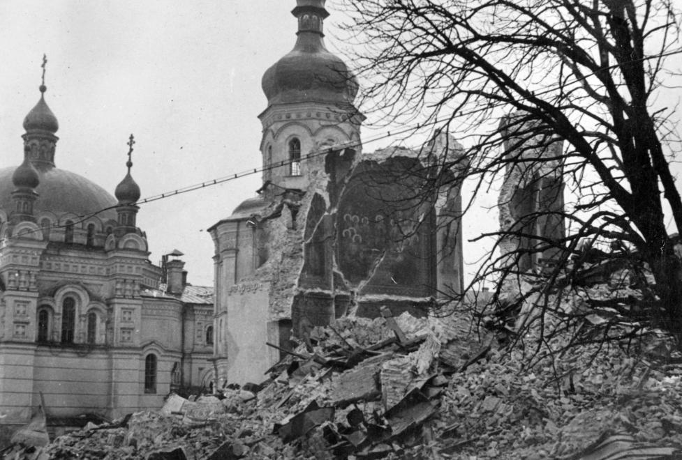 Руины Успенского собора Киево-Печерской лавры, 1942 г. / fortepan.hu