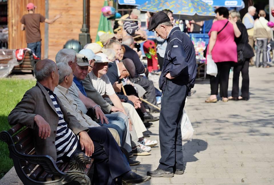 Для работающих пенсионеров все социальные выплаты будут сохранены / фото Юрий Шульгевич