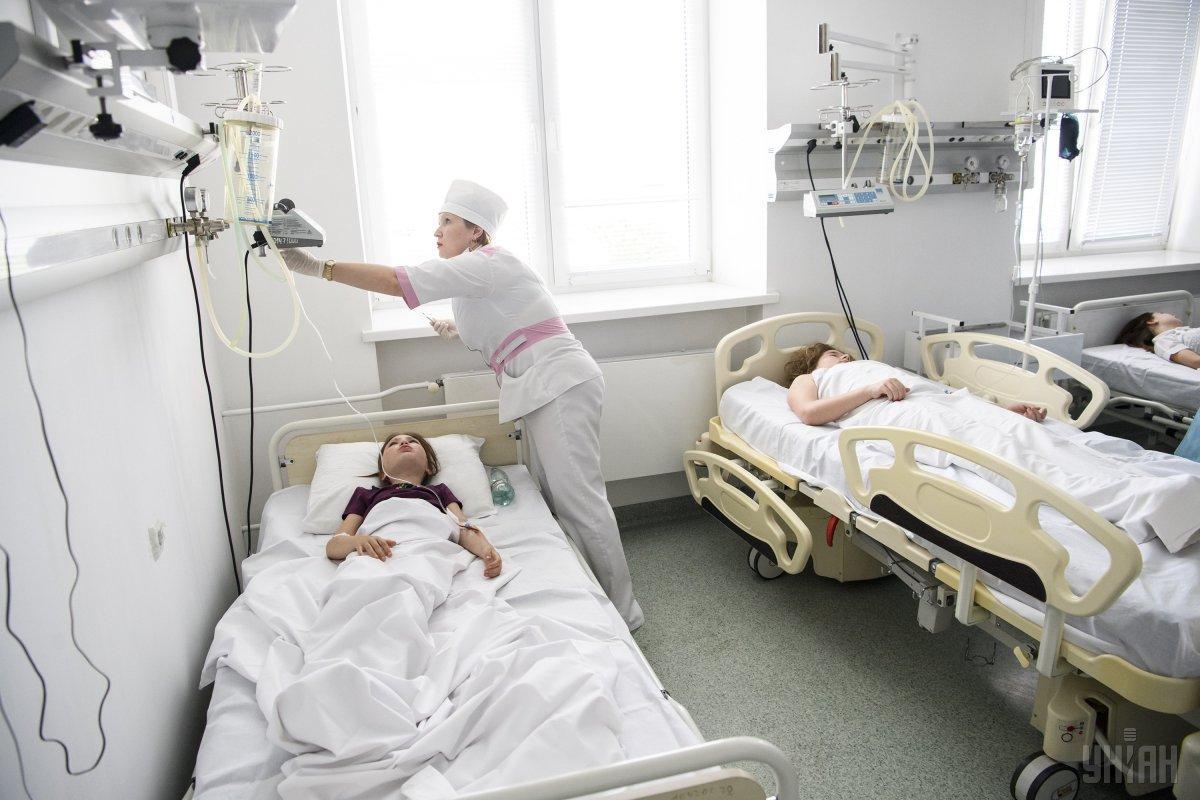 На больничные койки с отравлением слегли 13 детей / фото УНИАН