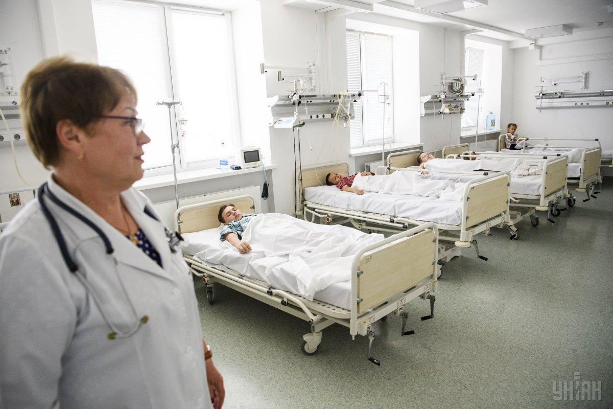 В киевской поликлинике двери травмировали ребенка / УНИАН
