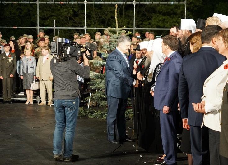 Митрополит Онуфрій взяв участь у державній акції «Перша хвилина миру» / news.church.ua
