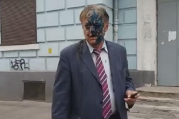 УКиєві російського дипломата облили фекаліями і зеленкою— ЗМІ