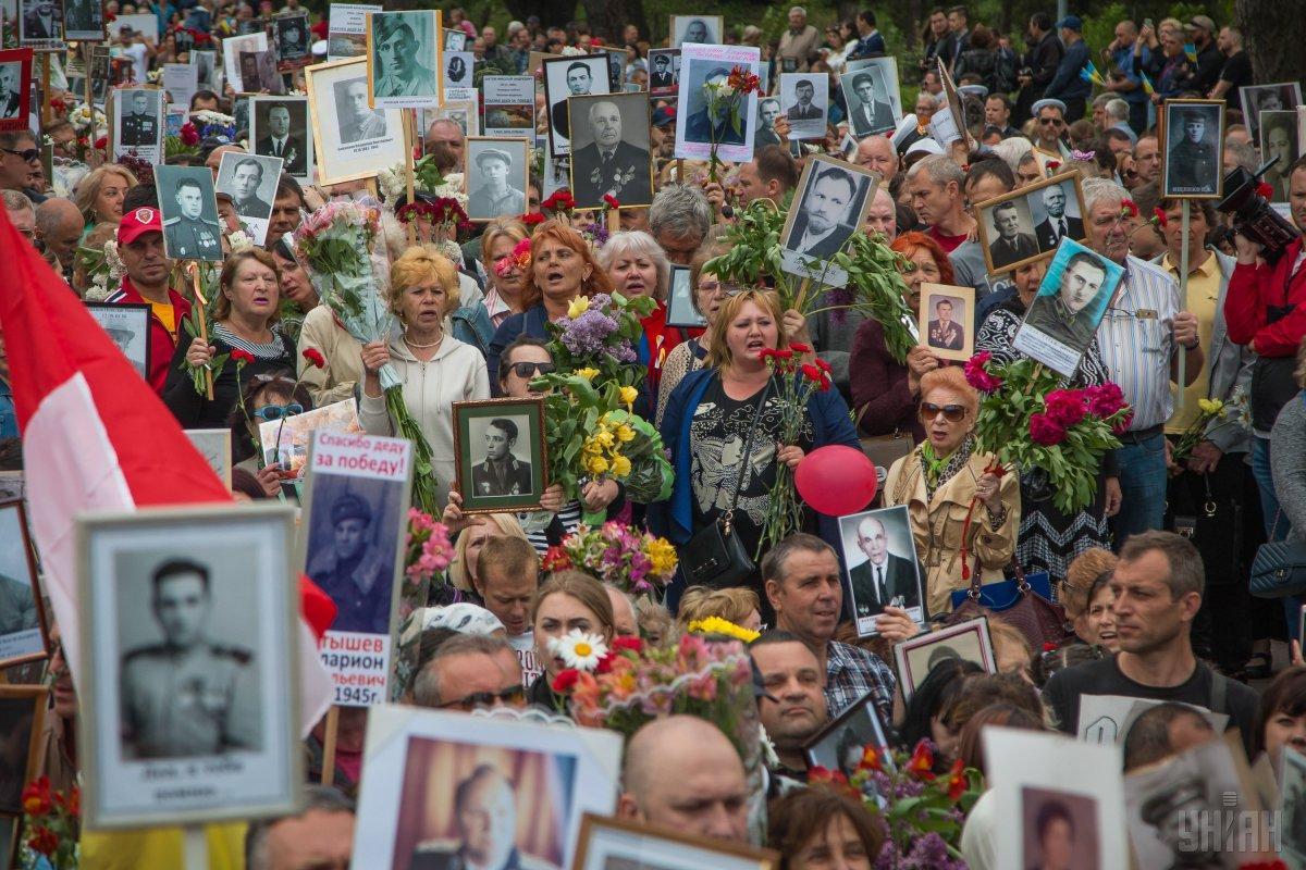 """В Одессе во время акции """"Бессмертный полк"""" ее участники выкрикивали пророссийские лозунги / фото УНИАН"""
