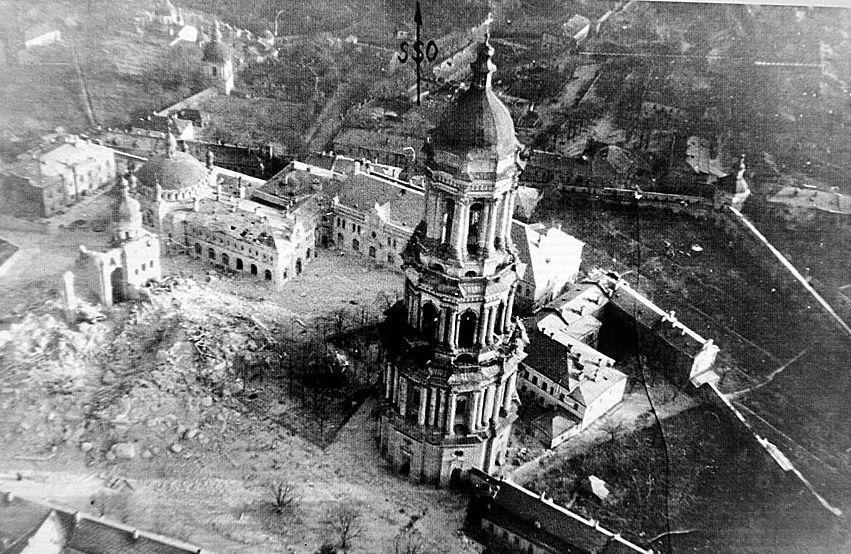 Успенский собор Киево-Печерской лавры после взрыва в 1941 году / allatravesti.com